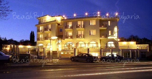 Trakata Hotel2