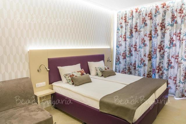 Astoria Hotel11