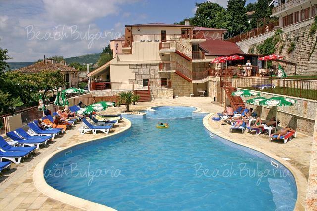 Holiday Beach Hotel3