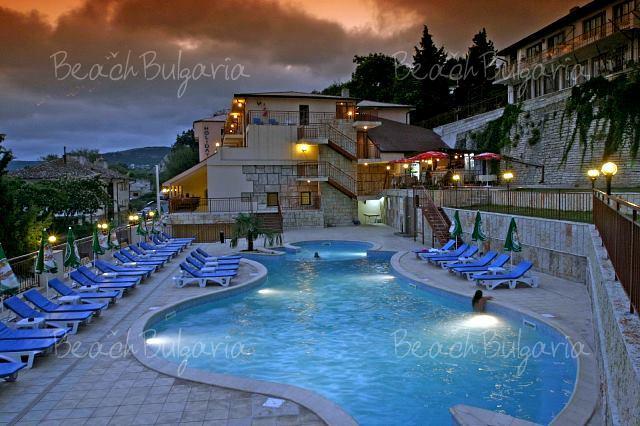 Holiday Beach Hotel4