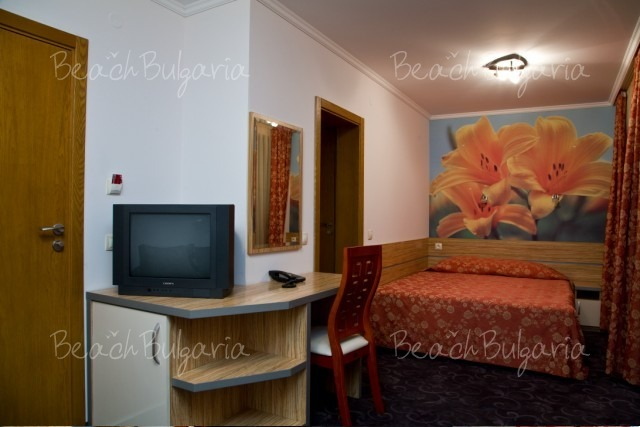 California Hotel5