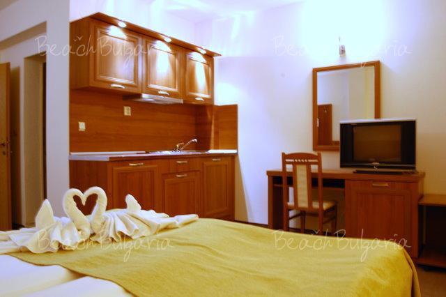 Avalon Hotel4