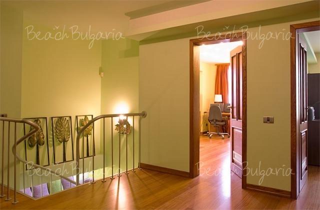 Sunny Apartment11
