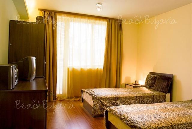 Sunny Apartment12