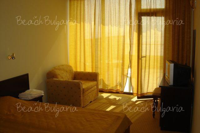 Blyan Hotel 8