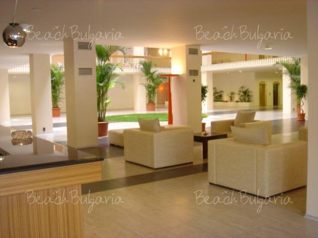 Grand Hotel Varna3