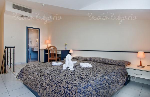 Dolphin Hotel10