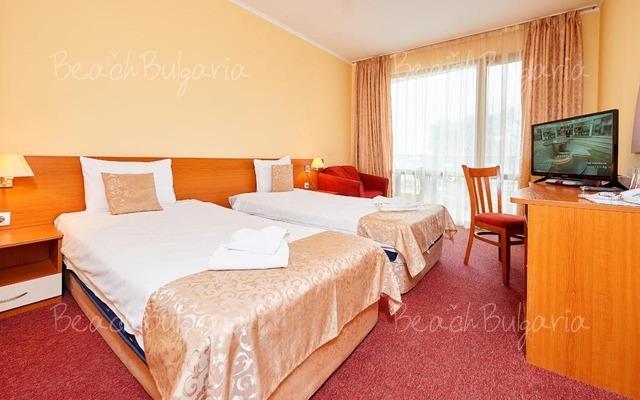 Paradise Hotel4