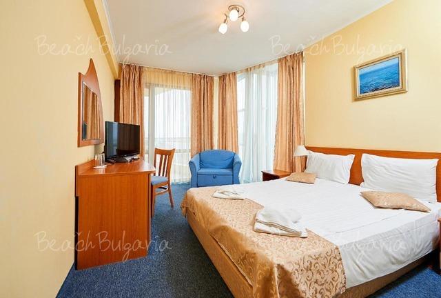 Paradise Hotel5