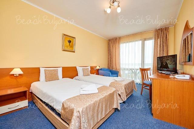 Paradise Hotel7