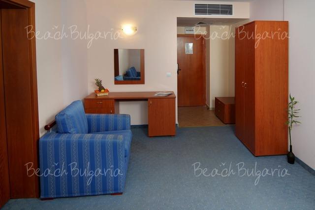 Scape Royal Beach hotel3