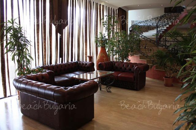 Tiara Beach hotel11