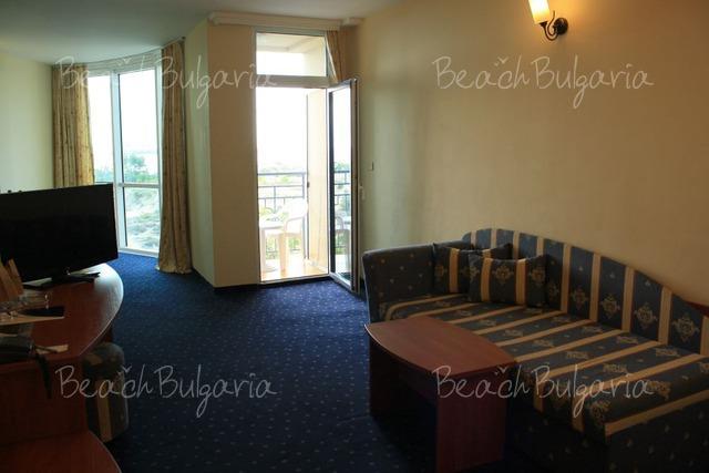 Tiara Beach hotel12