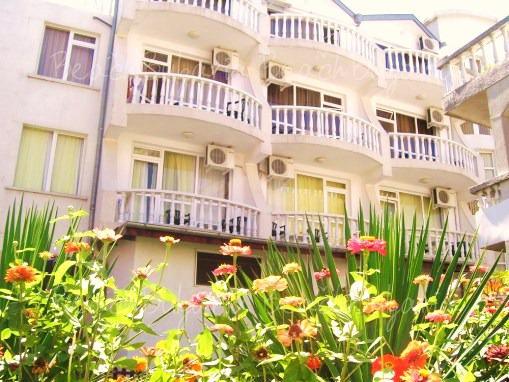 Yannis Family Hotel