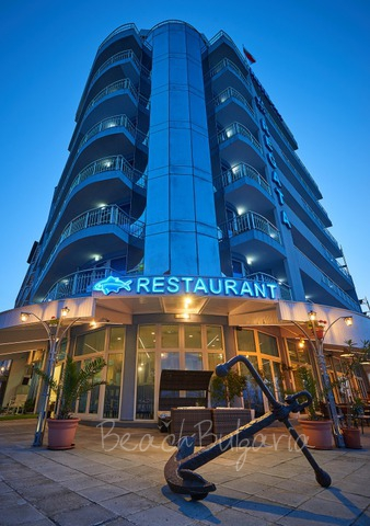 Regatta hotel2