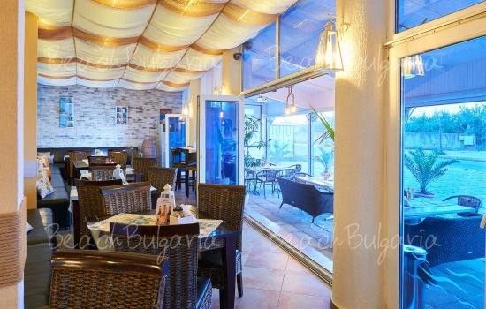 Regatta hotel11