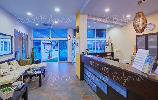 Regatta hotel10