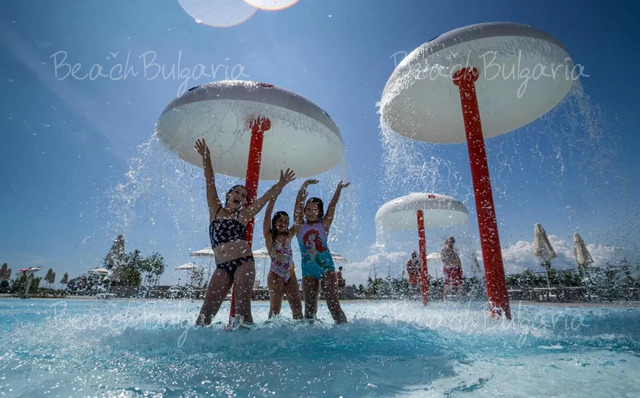 Wave Resort9