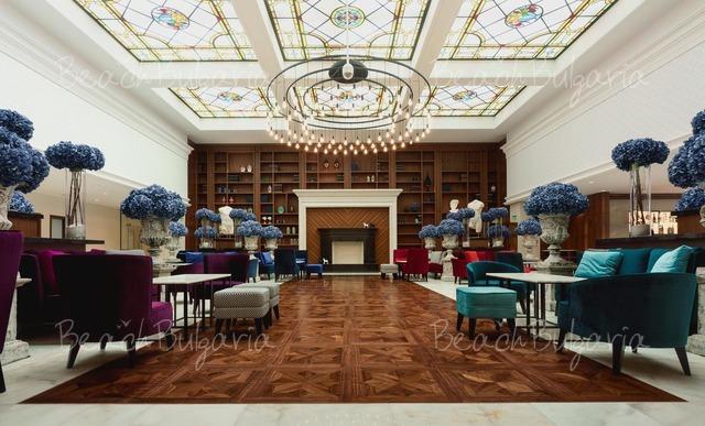 Astor Garden Hotel3
