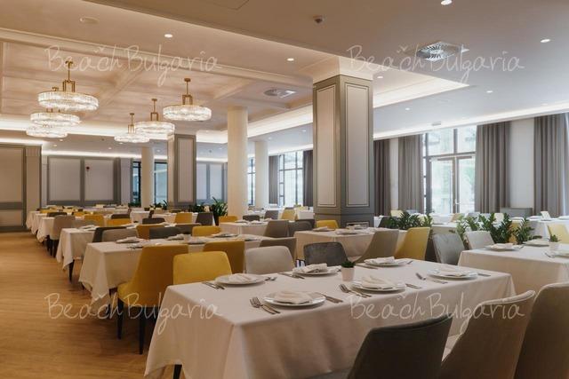 Astor Garden Hotel26