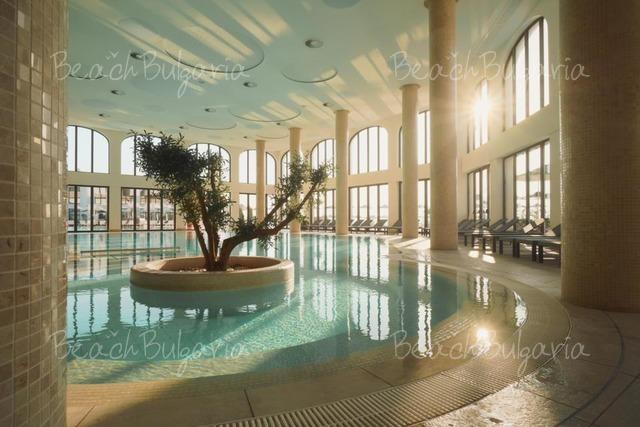 Astor Garden Hotel10