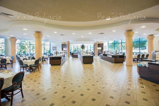 Marina Grand Beach12