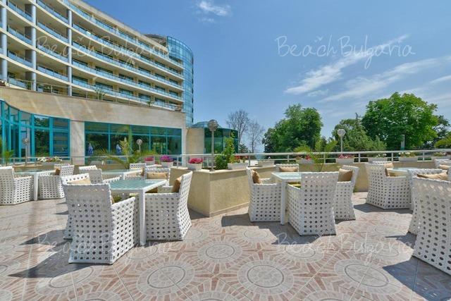 Marina Grand Beach3