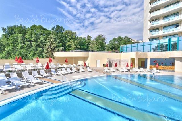 Marina Grand Beach4