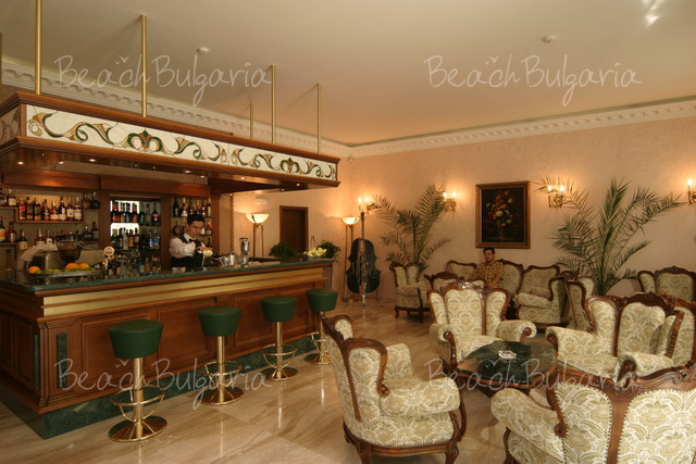 Grand Hotel London2