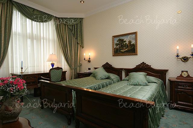 Grand Hotel London12