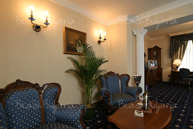 Grand Hotel London13