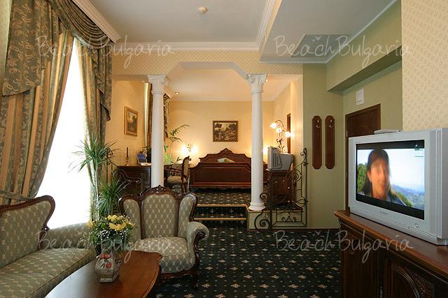Grand Hotel London14
