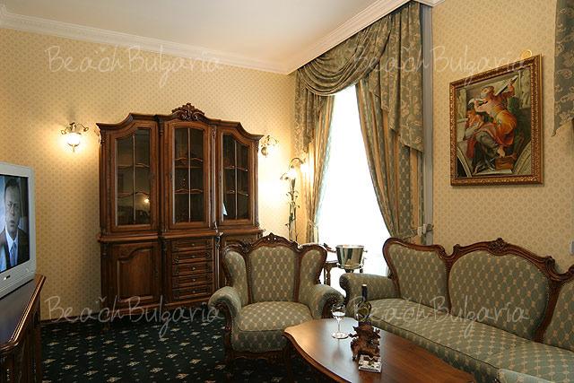 Grand Hotel London3