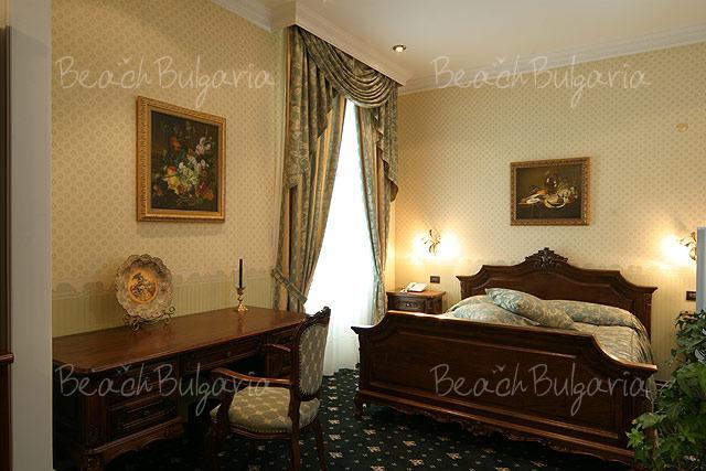 Grand Hotel London4