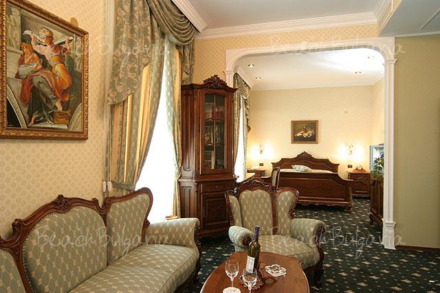 Grand Hotel London5