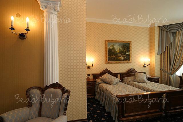 Grand Hotel London7