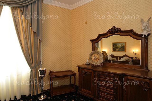 Grand Hotel London8