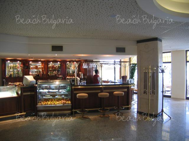 Riviera Beach Hotel5