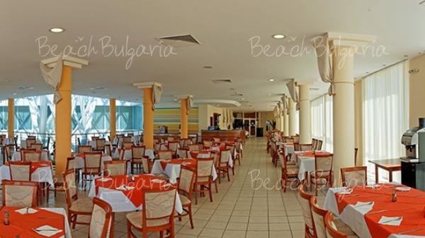 Dolphin Marina Hotel9