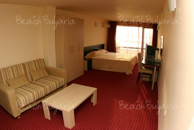 Lola Hotel4