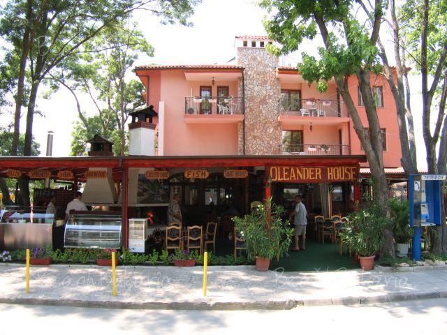Oleander House14