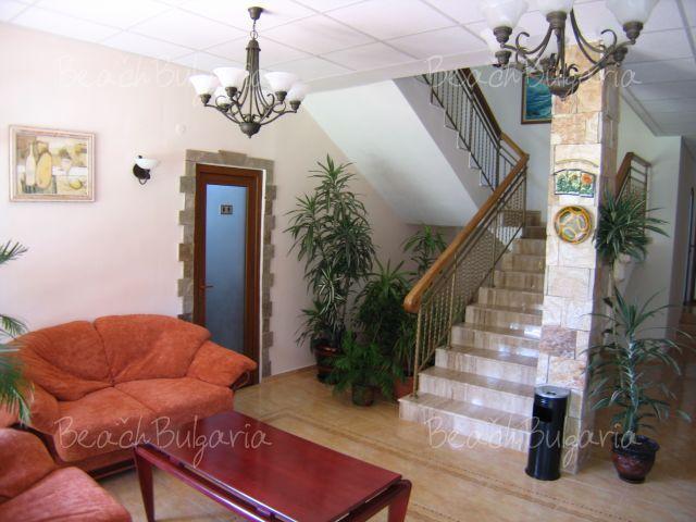 Oleander House5