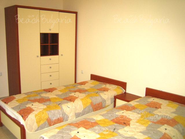 Forum Apartments5