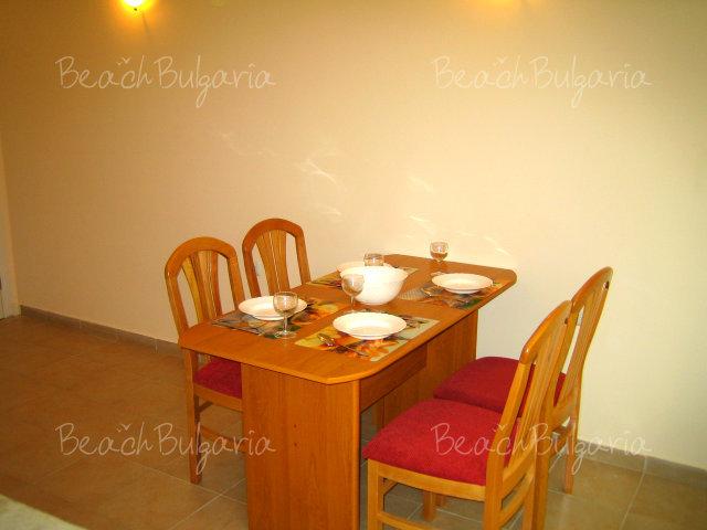 Forum Apartments9