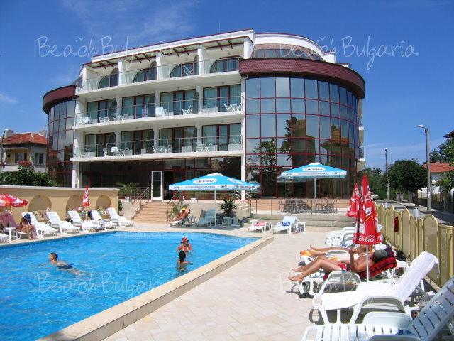 Zebra Hotel 16