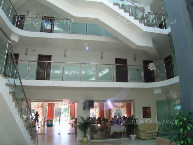 Zebra Hotel 3