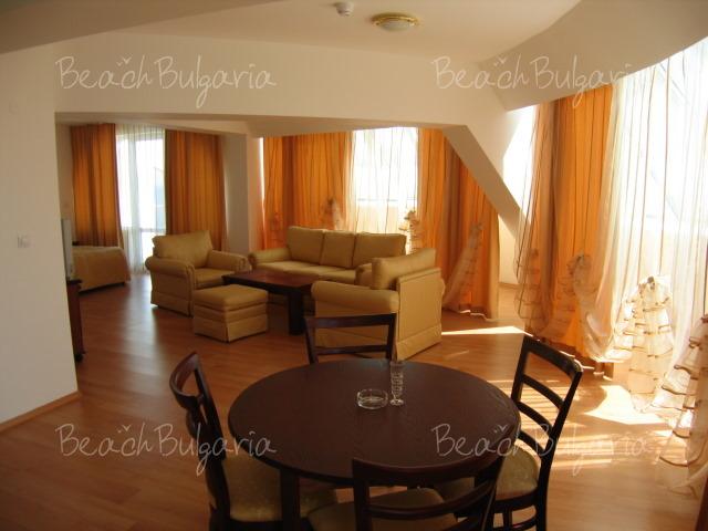 Zebra Hotel 4