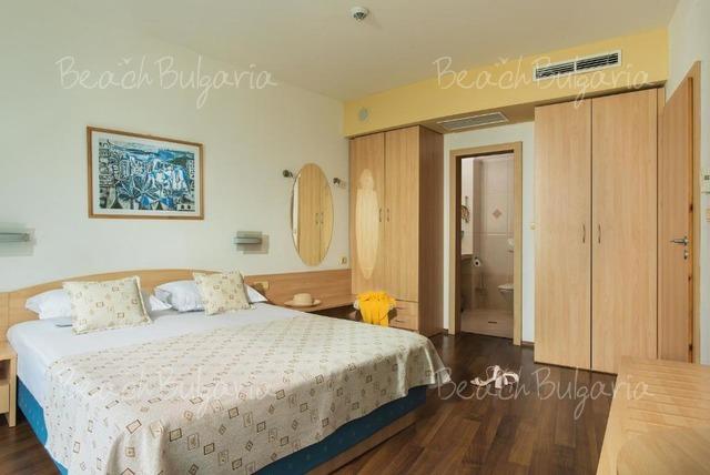 Grand Victoria Hotel15