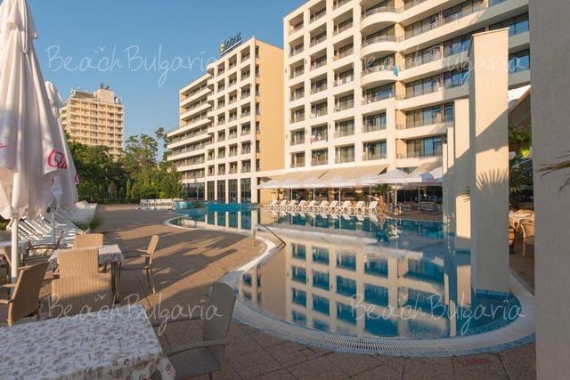 Globus Hotel4