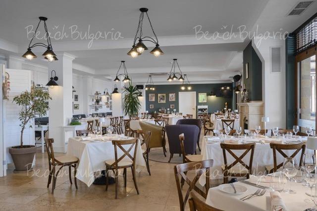 Santa Marina Holiday Village13